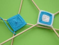 плетем паутинку из ниток