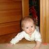 Как помочь малышу научиться ползать?